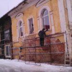Жители Вышнего Волочка сообщают о уничтожении фасада одного из исторических домов города