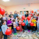 TOY RU и «Аргументы и факты» поделились добротой с больными детьми