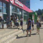 В Тверской области клиенты Сбербанка собираются в очереди перед банкоматами