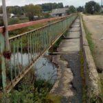 Нас скоро отрежет: жители деревни Берново под Старицей третий год пытаются добиться ремонта моста через Тьму