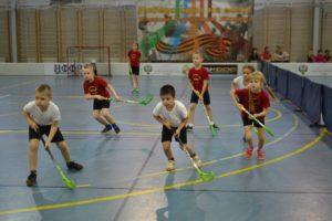 В Тверской области власти закрыли спортивный кружок из-за того, что «дети клюшками портили лакокрасочное покрытие зала»