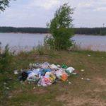 Свиньи в деле: берега тверских водоемов завалены мусором от отдыхающих
