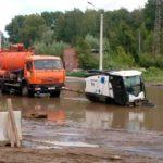 В Твери в глубокой луже утонул автопылесос «Джонстон»