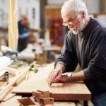 Работающим пенсионерам прекратят платить пенсии