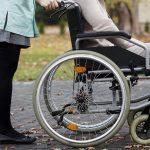 КПРФ предложила наделить людей, ухаживающих за родственниками-инвалидами, статусом «социальных помощников» и платить им компенсацию в размере прожиточного минимума