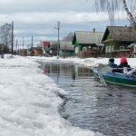 Жители Весьегонска поплыли по улицам на лодках