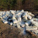 Несколько тонн выброшенной аммиачной селитры нашли на поле под Калязином