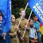В Оленино в день Победы молодые «солдаты» пронесли голубые знамена «Единой России»