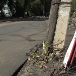 Котовский бы не одобрил… Дорогу отремонтировали, а столбы валятся