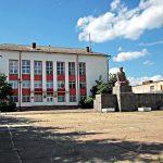 Районным чиновникам мешает гранитный Ленин. Памятник Ильичу решили демонтировать с центральной площади в Рамешках, на очереди – Зубцов