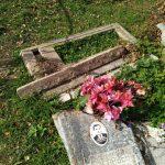 Ни что не свято. На кладбищах Тверской области процветает вандализм