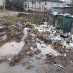 Поселок Бельский Вышневолоцкого городского округа утопает в мусоре. А по дороге — не проехать