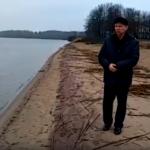 Песок на берегах Селигера стал фиолетовым. Местные экологи предупреждают, что это признак серьёзной опасности