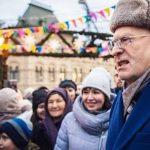 «Сироты, крепостные, холопы». Жириновский унизил россиян, раздавая прохожим деньги