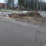 Велика яма да вонюча. В центре Весьегонска несколько месяцев зияет огромный канализационный провал