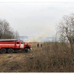 В Кимрском районе москвичи жгут траву, а местные призывают их убираться домой. Пожары из-за пала травы зафиксированы и в других районах