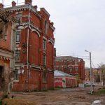 Администрация Твери потребовала от жителей Двора Пролетарки за свой счёт реконструировать аварийные казармы