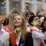 Выпускники школ в этом году получат аттестаты без экзаменов