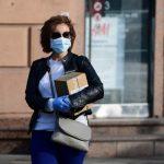 «На улице маска не просто бесполезна, а наносит вред». Академик Виталий Зверев — о негативных последствиях длительного ношения масок и перчаток