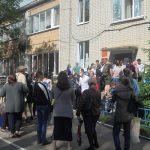 Коронавирус – нет, не слышали? У Центра соцзащиты на улице Склизкова в Твери стоят огромные очереди
