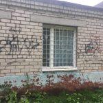 Хулиганы уже месяц атакуют школу в Конаковском районе. А где полиция?