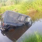 В Максатихинском районе на дороге едва не утонул УАЗ