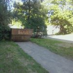 Фотофакт: в Ржеве коммунальщики перегородили мусорным контейнером тротуар
