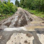 Фотофакт: В Ржеве дорога по улице Урицкого после грейдирования стала еще хуже