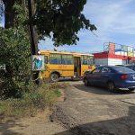 Жители посёлка Новозавидовский Конаковского района сообщили о ДТП со школьным автобусом. Далеко ли до беды и куда смотрит руководство учебного заведения?