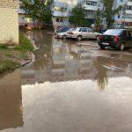 Ржевитяне не могут выйти из дома из-за огромных луж и жалуются на плохое качество питьевой воды