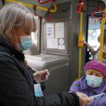 В Твери и Калининском районе бесплатно раздают маски в автобусах