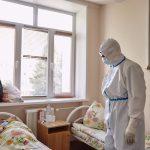 Количество заболеваний коронавирусом растет. Главный инфекционист Минздрава назвал ношение перчаток неэффективным