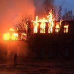 Областную столицу окутал едкий дым: горела заброшенная химбаза