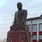 В Рамешках памятник Ленину не снесли, а отремонтировали