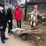 Тверские комсомольцы благоустроили территорию около дома-музея М. И. Калинина в Кашинском районе