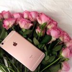 В Тверской области орудовала банда мошенников, которые входили в доверие к женщинам, даря им цветы