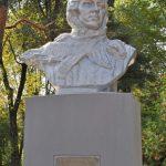 В Минске отреставрировали памятник Лизе Чайкиной