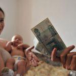 В России изменится порядок выплаты больничных и пособий матерям