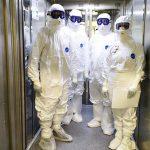 В Роспотребнадзоре назвали два вероятных сценария пандемии в январе. Почему нельзя носить маску на морозе? Все самое важное о коронавирусе за неделю