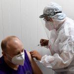 Глава Минздрава Тверской области рассказал о последствиях вакцины от коронавируса. В регионе прививки сделали более двух тысяч человек.