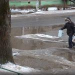 Вышневолоцкая власть посоветовала жителям отремонтировать дорогу к школе самостоятельно?