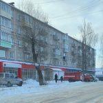В Торжке мужчина с ребенком выпрыгнул с балкона