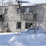 В Калининском районе 10 семей замерзают в жилом доме без окон?