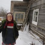 В городе Нелидово 90-летняя женщина, ребёнок войны, живёт в «землянке»