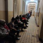 В Тверском травмпункте обнаружили очередь длинною в весь коридор
