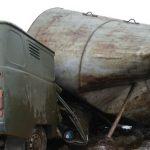 В Оленинском округе рухнула водонапорная башня, похоронив под собой микроавтобус коммунальной службы. Видео