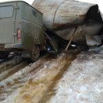 В Оленинском округе рухнула водонапорная башня, похоронив под собой микроавтобус коммунальной службы