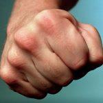 В Твери возбуждено уголовное дело в отношении хулиганов, устроивших мордобой в 15-м  автобусе. Очевидцев просят отозваться