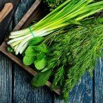 Роспотребнадзор: в свежей зелени могут содержаться нитраты и паразиты