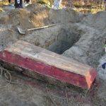 В Вышневолоцком городском округе на кладбище незаконно выкопали покойника? Кто и что за этим стоит?